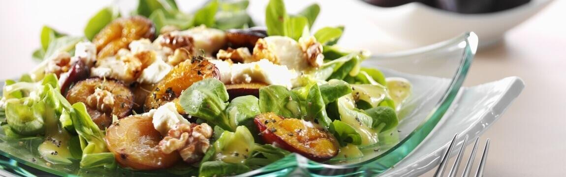 Feldsalat mit gegrillten Pflaumen Rezept von Elbe-Obst aus dem Alten Land